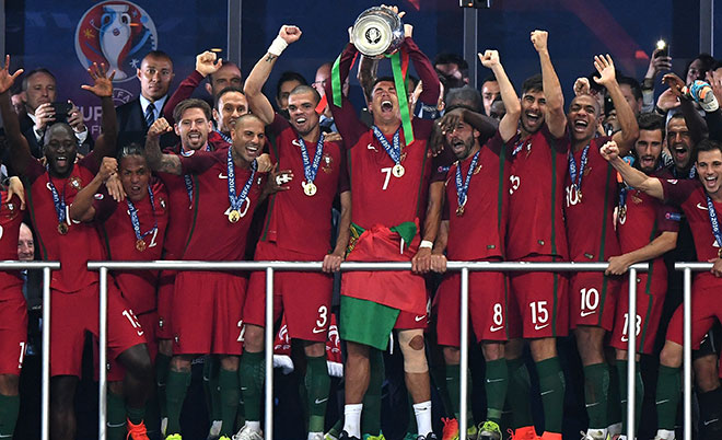 Cristiano Ronaldo (centre) of Portugal lifts the European Championship trophy after his side win 1-0 against France during the UEFA EURO 2016 Final match between Portugal and France at Stade de France on July 10, 2016 in Paris, France. (Getty Images)