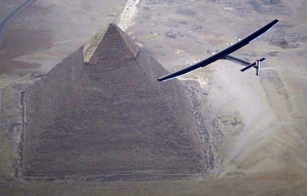 Experimental Solar Plane Flies Over Egypt's Giza Pyramids