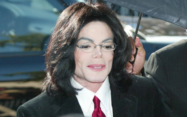 Michael Jackson reportedly made his daughter Paris apply his skin bleaching cream. (Bang)