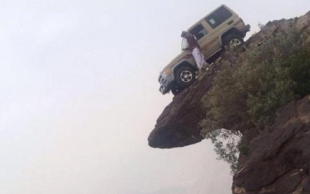 Man stops car on edge of 3,500-metre Saudi mountain
