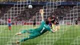 الصورة: Aguero hits City treble despite two penalty misses