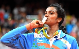 الصورة: India cheers first woman to win silver medal