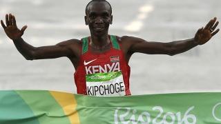 الصورة: Kenyan Kipchoge romps to Rio marathon gold