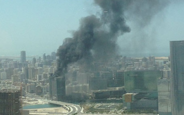 Fire breaks out at construction site in Abu Dhabi [video]