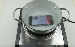 Photo: iPhone 7 goes through the water test