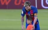 Photo: This 6-year-old Afghan fan met Lionel Messi and refused to leave his side