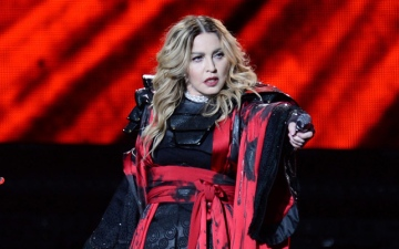 Photo: Madonna cancels London concert due to injury