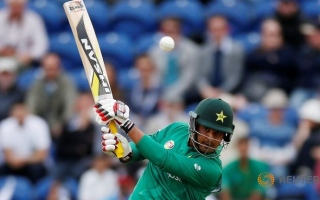 Photo: Sharjeel says sorry in bid to resurrect Pakistan career