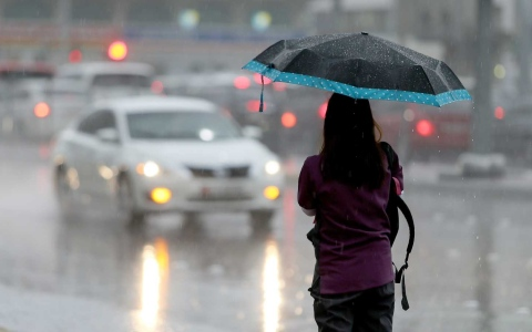 Photo: NCM predicts rainy weather, warns of poor visibility