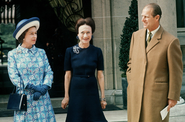 In this file picture taken in May 1972, Britain's Queen Elizabeth II and her husband Britain's Prince Philip, Duke of Edinburgh meet Wallis Simpson (C), Duchess of Windsor. (AFP)