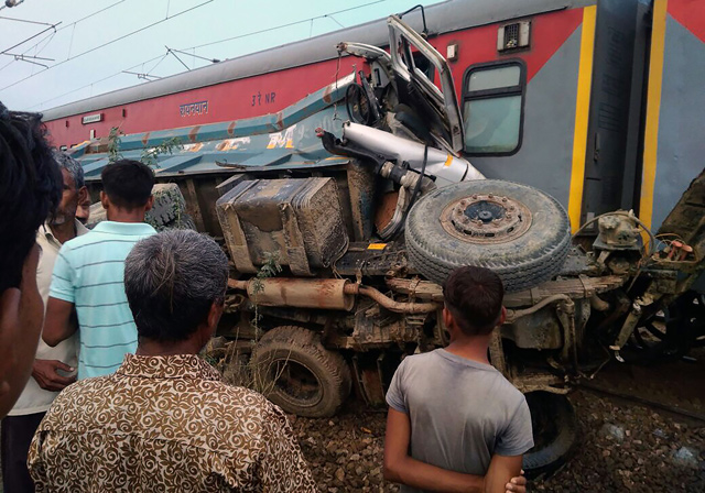 India train accident injures at least 42 - Emirates 24 7  Indian Railway Accidents