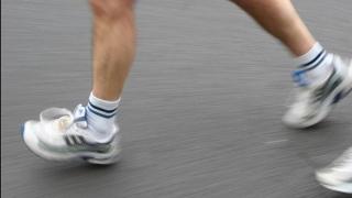 Photo: Athlete runs marathon on balcony