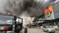 الصورة: Dozens feared dead in Philippine mall inferno