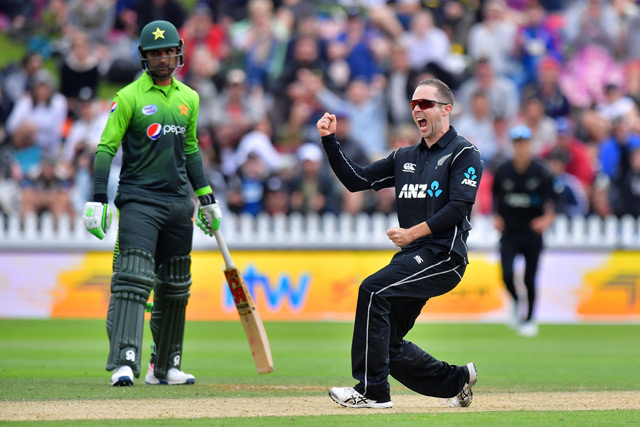 New Zealand's Todd Astle (R) celebrates Pakistan's Sarfraz Ahmed being caught with LBW watched by Pakistan's Fakhar Zaman (L) during the first one day international cricket match between New Zealand and Pakistan at Basin Reserve in Wellington. (AFP)