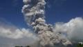 الصورة: Volcano rains ash on Philippines as experts warn of violent eruption