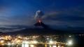 الصورة: Philippines plans forced evacuations from erupting volcano