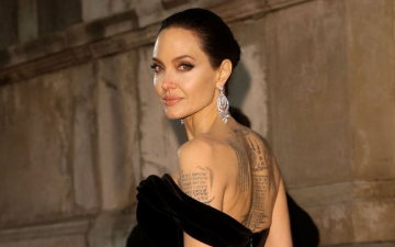 Photo: Angelina Jolie turns to godmother for support