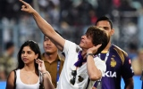 Photo: IPL 2018:  Shah Rukh Khan cheers for KKR with daughter Suhana