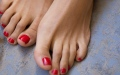 الصورة: Woman looses toenails following fish pedicure