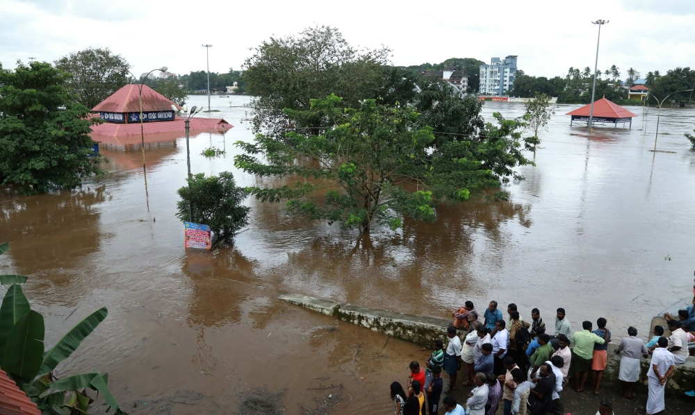 Monsoon rain flooding, landslides kill 27 in southern India