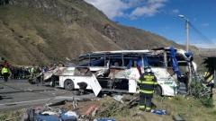 الصورة: Bus crash in Ecuador kills 24 people, injures 22