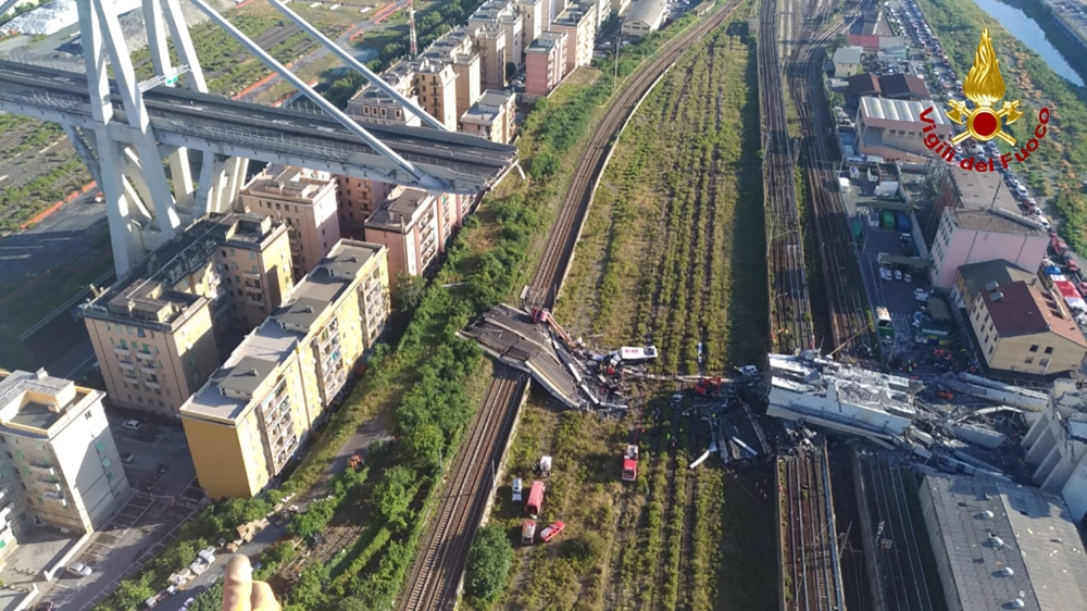 الصورة: Anger grows in Italy as bridge toll hits 39