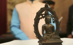 الصورة: UK police return Buddha statue to India 57 years after theft
