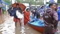 الصورة: People evacuated from rooftops after India floods kill 164