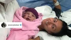 الصورة: Justin Bieber's new sister
