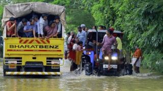 الصورة: Thousands await rescue amid deadly south Indian floods