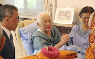 الصورة: Thailand's Queen Sirikit, 86, admitted to hospital with flu