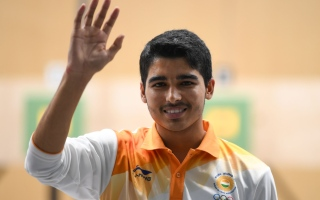 الصورة: Record-breaking teen claims shooting gold for India