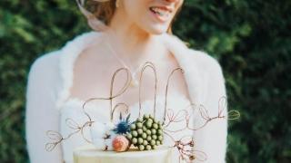 الصورة: Brides are cutting off their hair in the middle of their wedding