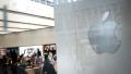 الصورة: Apple to broaden iPhone lineup with more screen