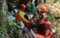 Photo: Rescuers dig for survivors in new Philippine landslide
