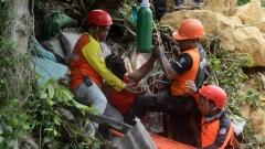 الصورة: Rescuers dig for survivors in new Philippine landslide