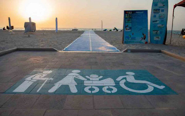 الصورة: Dedicated walkways for People of Determination at Dubai beaches