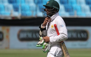 Photo: Pakistan's Imam out of second Test with finger injury