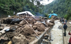 Photo: At least 22 dead in Indonesia floods and landslides