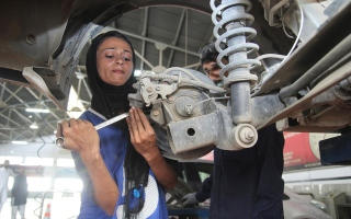 Photo: The female car mechanic driving change in patriarchal Pakistan