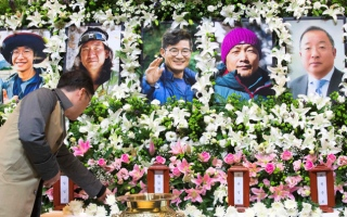 Photo: Bodies of five South Korean mountaineers brought home