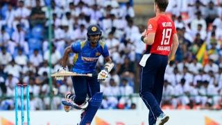 Photo: Shanaka leads Sri Lanka run charge against England
