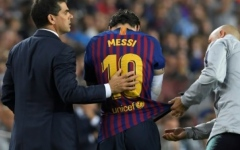Photo: Defiant Messi gives troubled Barca hope of Champions League glory
