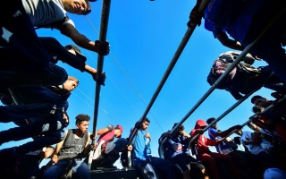 Photo: Trump to cut Central America aid as migrant caravan rolls on