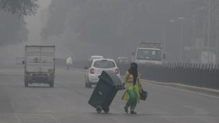 Photo: Delhi bans trucks as megacity chokes