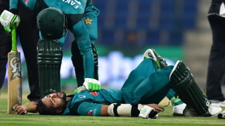 Photo: Imam head injury overshadows Pakistan triumph