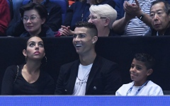 Photo: Cristiano Ronaldo attends tennis finals in London with family
