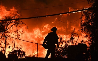 Photo: Firefighters battle blazes on two fronts in California, 50 dead