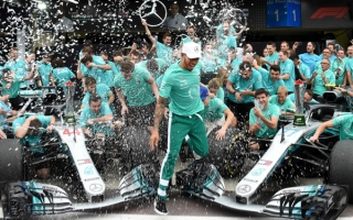 Photo: Hamilton cool on F1 expansion to new countries