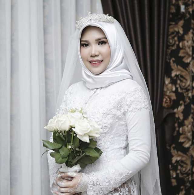 Photo: Woman wears wedding gown after fiance dies in Lion Air crash